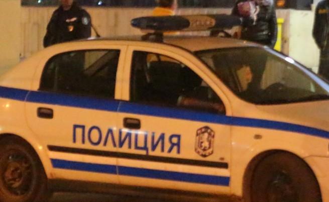 Откриха телата на мъж и жена в кола в Търговище