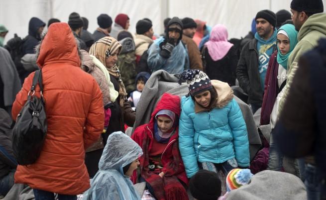 Турция въвежда визи за сирийците по въздух и вода, но не и по суша