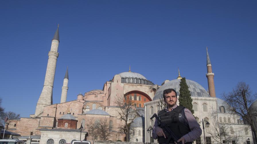 Арестуваха 16 души, готвели други атентати в Турция днес