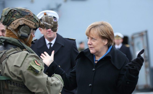 Защо Ангела Меркел остава сама