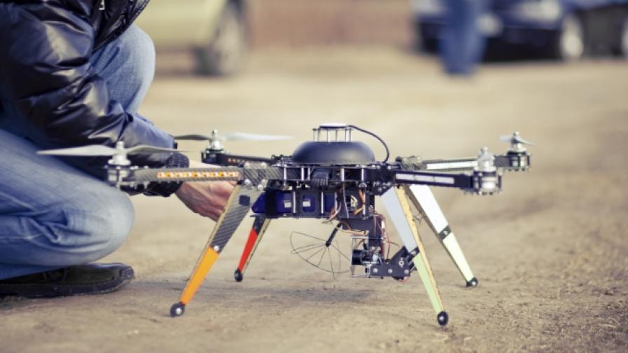 Как дроновете се превърнаха в напаст за летищата
