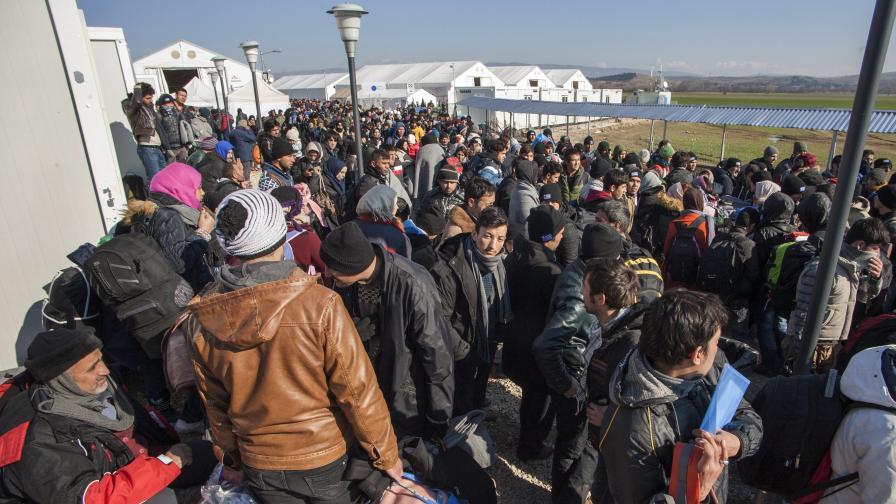 Турция иска още пари от ЕС, за да не пусне бежанците