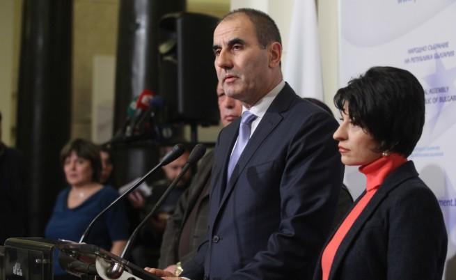 Депутатите разделени за искането за оставка на ВСС