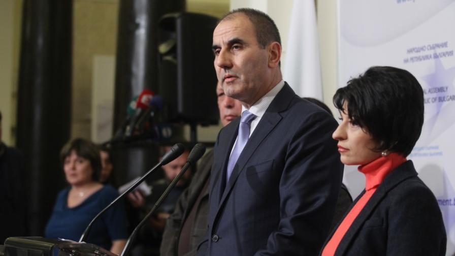 Председателят на ПГ на ГЕРБ Цветан Цветанов обявява искането за разпускане на ВСС