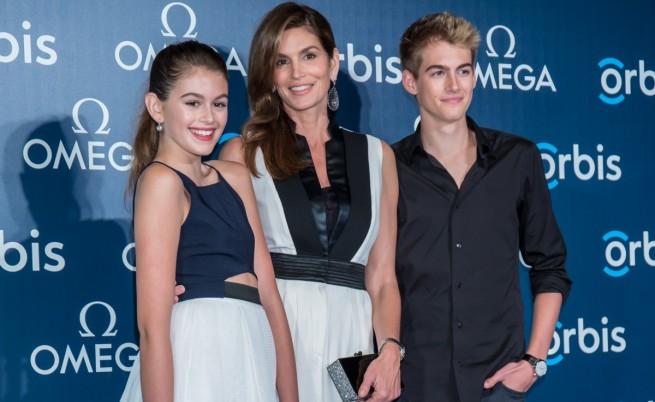 Синди Крауфорд с децата си Кая и Пресли