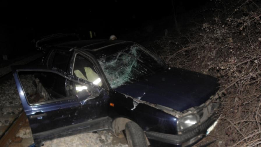 Кола падна на релсите край Симитли, шофьорът липсва