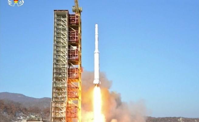 Северна Корея пак изстреля ракета, светът осъжда