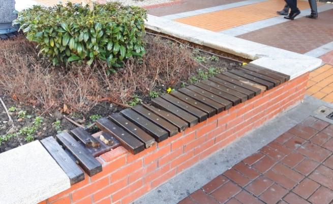 Вандали потрошиха пейките на Витошка (видео)