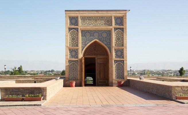 Възстановената фасада на обсерваторията