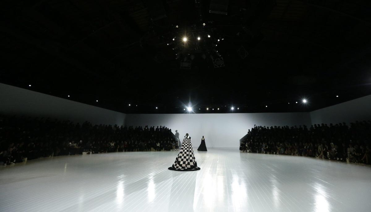 """Певицата и актриса представи част от колекцията на модна къща """"Марк Джейкъбс"""" по време на последното ревю, проведено в рамките на Седмицата на модата в Ню Йорк"""