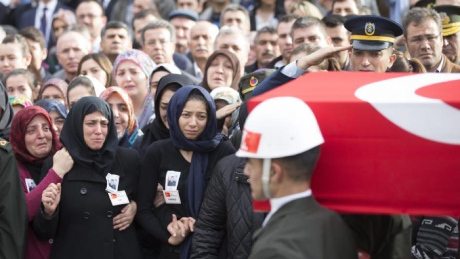 Групировка: Туристи, не ходете в Турция