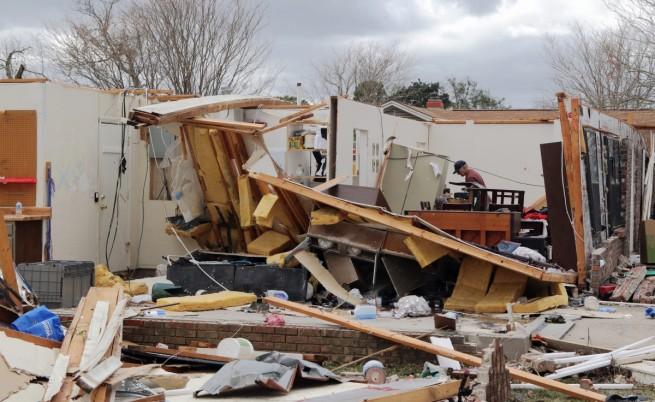 Разрушени от бурята къщи в Пенсакола, Флорида