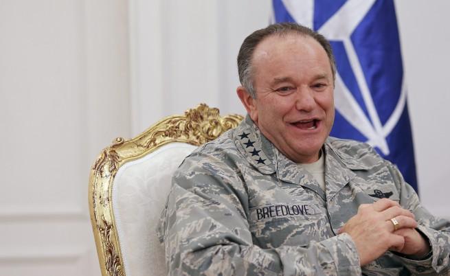 Командващият НАТО за Европа: Терористите идват с бежанците