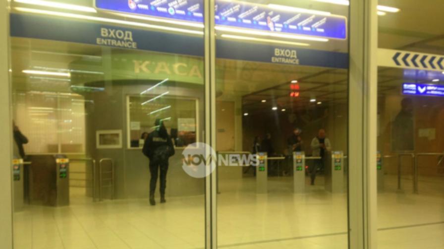 Скочилият пред метрото мъж с 11 счупени ребра и череп