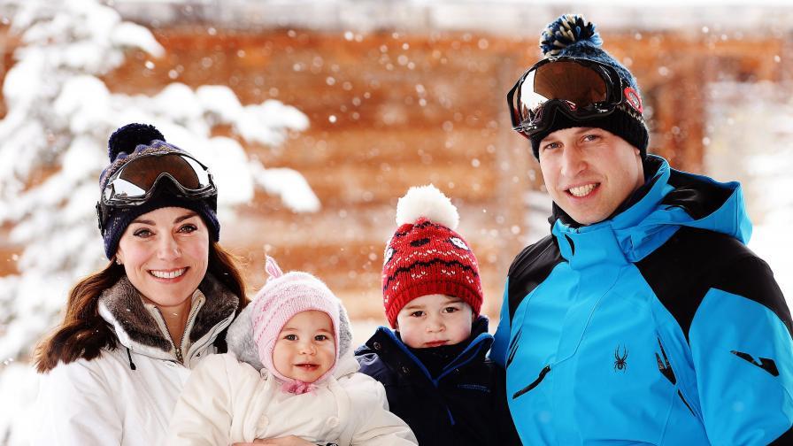 Децата на принц Уилям и Кейт за първи път в снега (снимки)