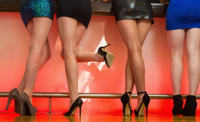 Високи токчета.<br /> Високите токчета са неостаряващ афродизиак за мъжете. И когато са обути от стройни женски крака, които ги разхождат с хъс и увереност, комбинацията е наистина взривоопасна.