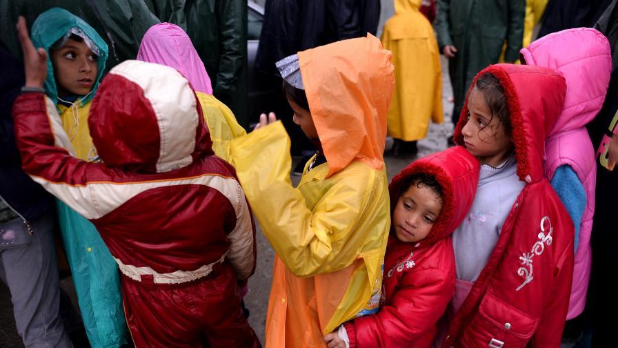 Над 1000 деца емигранти без родители в България