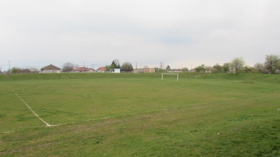 Стадионът в Глоджево е станал арена на мелето.