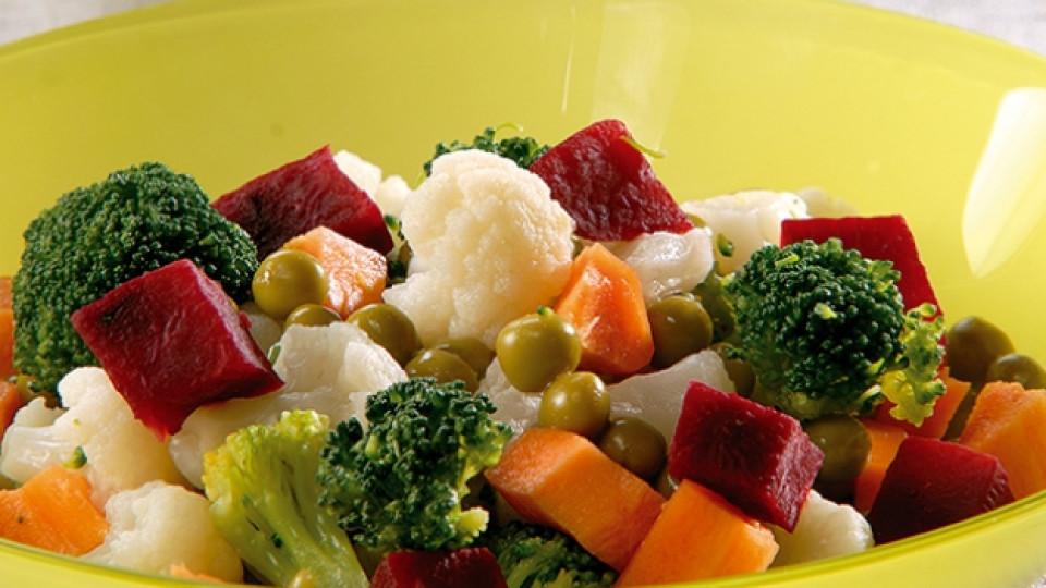"""Щедра зеленчукова салата със сос """"Хиляда острова"""""""