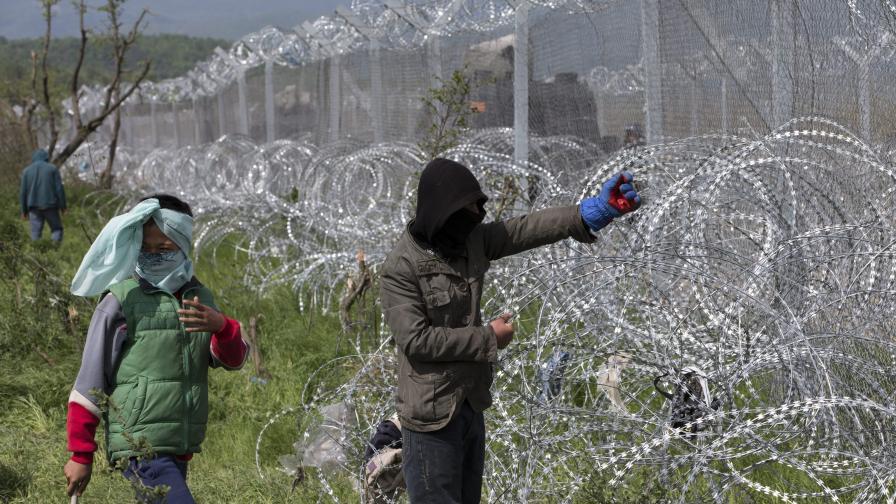 Гърция вини Македония, че е спряла имигрантите