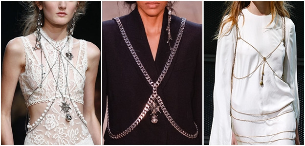 Оковани във вериги: Изненадата на новия моден сезон отново идва от една от най-ексцентричните модни къщи – Alexander McQueen. Дори след смъртта на едноименния дизайнер, марката успя да запази характерната му лудост в последващите колекции. Обличането с бижута е някак еротично съблазнително и същевременно респектиращо. Едно е сигурно, няма мъж, който да не пожелае да освободи дама, окована във вериги, макар и съзнателно.