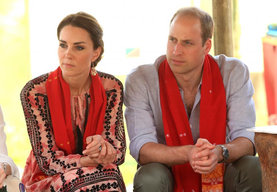 Кейт и Уилям са в Бутан, където рисуват върху слончета, хранят носорози и посещават свещени будистки места.