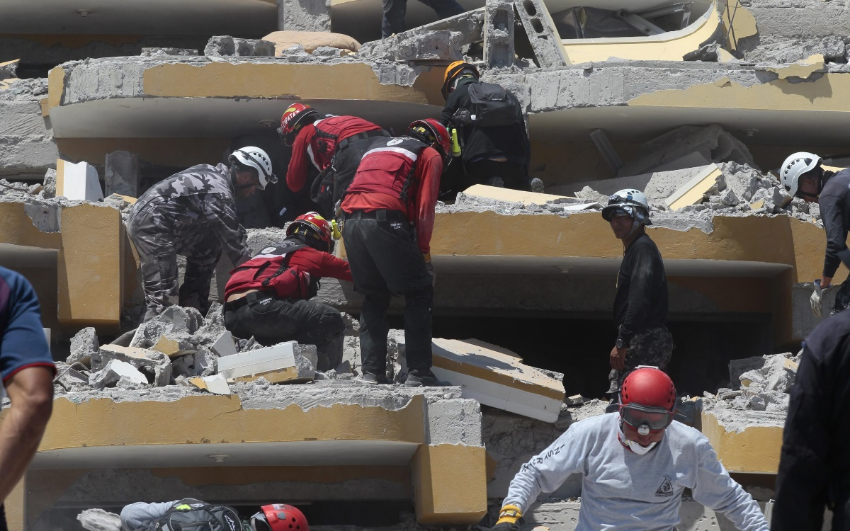 Търсене на оцелели след земетресението в Еквадор