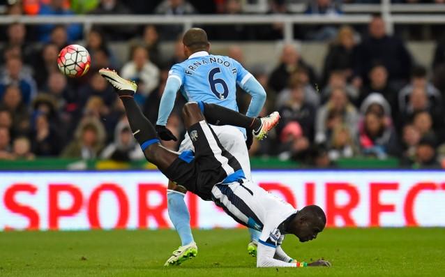 Папис Сисе срещу Фернандо<strong> източник: Gulliver/Getty Images</strong>