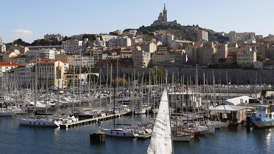 Луд нападна с нож хора в Марсилия, има ранени