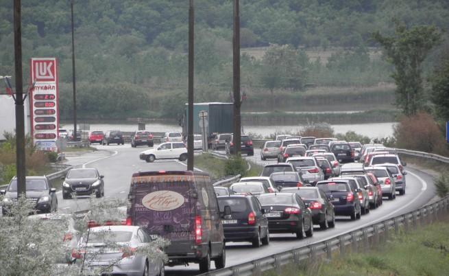 700 000 българи тръгнаха на път, започнаха катастрофите