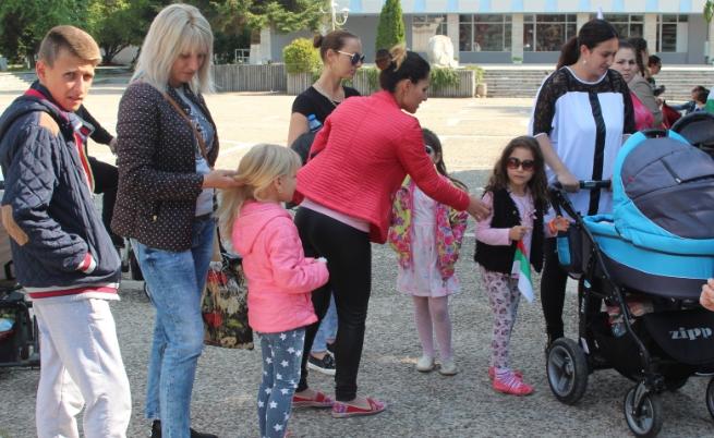 И майките в Раднево излязоха на протест