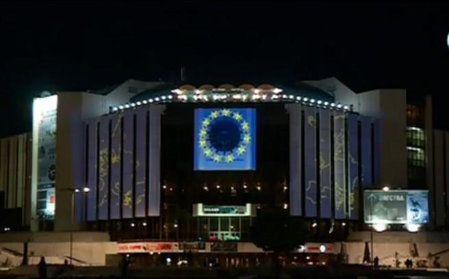 - Година остава до момента, в който България ще поеме председателството на Европейския съюз. За обновяване на НДК, където ще се посрещат...