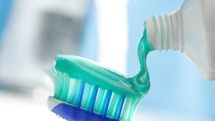 Антибактериално вещество в пастата за зъби и други препарати предизвиква рак