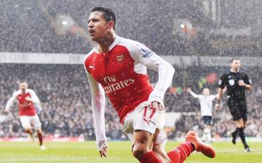 Голът на Алексис Санчес за Арсенал срещу Манчестър Сити