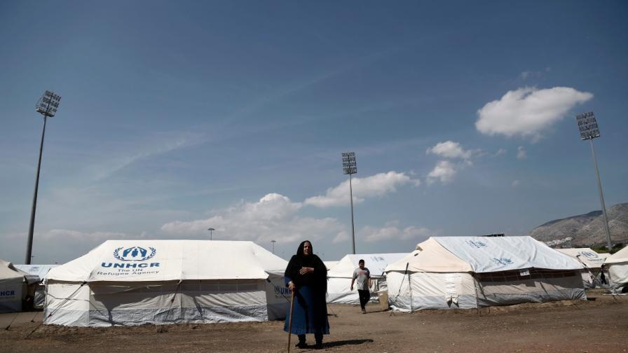 Мигрантите в Гърция са благодарни, но губят търпение