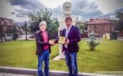 Шампионският тим на Ботев с почетния знак на Пловдив