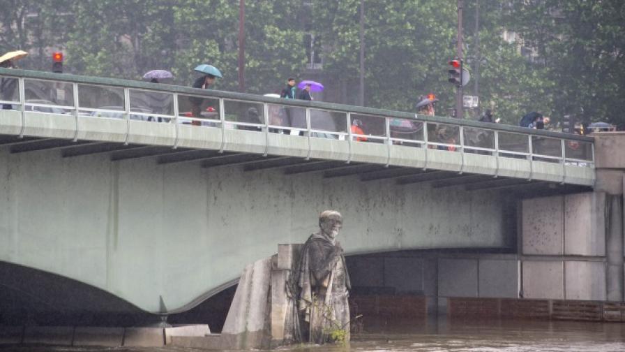 Историята на войника, който следи нивото на Сена
