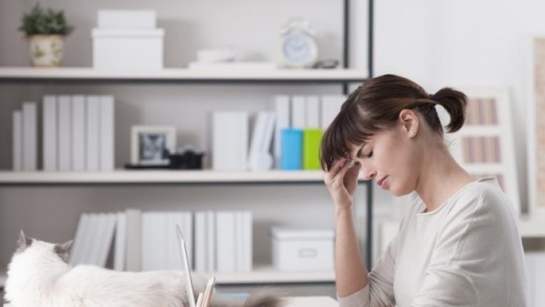 жена бюро сън умора