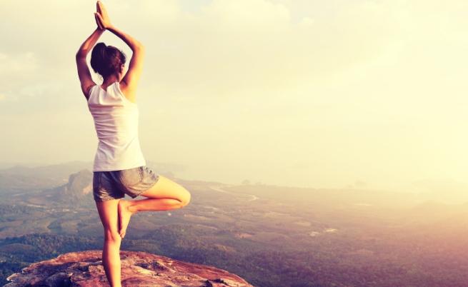 Стотици практикуваха йога 396 м над земята (видео)