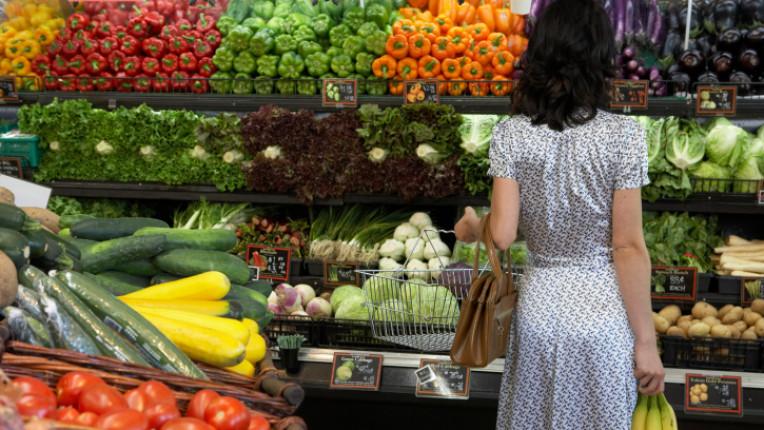 плодове зеленчуци пазар пазаруване стилажи магазин цена