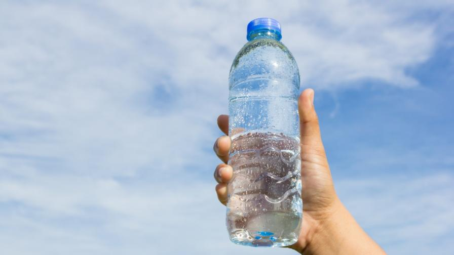 Поглъщаме ли пластмаса с минералната вода