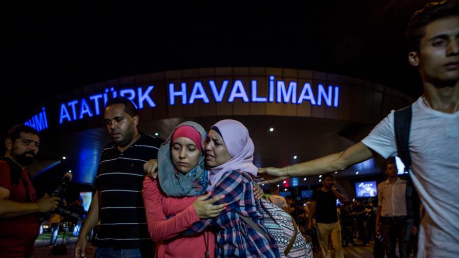 """Българи разказват за ужаса на летище """"Ататюрк"""""""