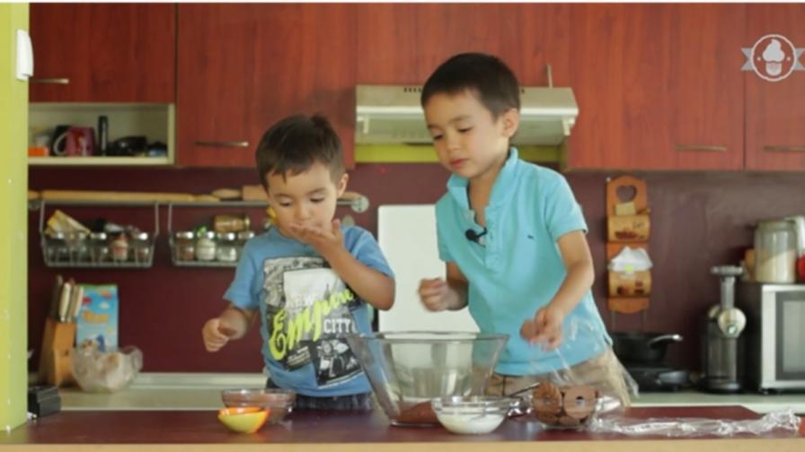 Деца в кухнята - ще изядат ли всичко, преди да го сготвят