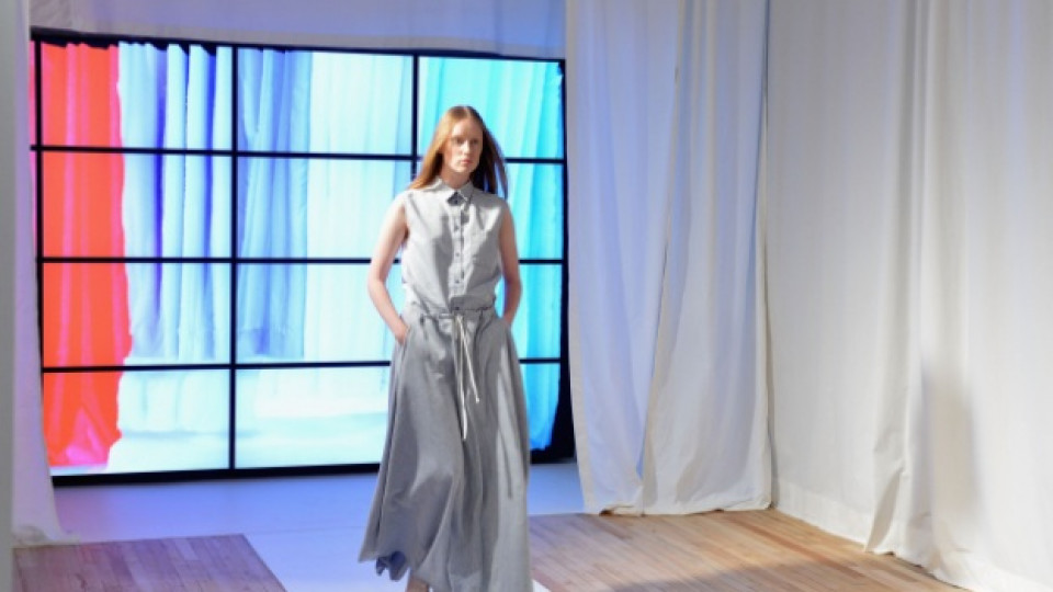 """Модел от последната дамска колекция за сезон пролет/лято 2013 на модна къща """"Maison Martin Margiela"""", представена на Седмицата на модата в Ню Йорк, 8 септември 2012 г."""