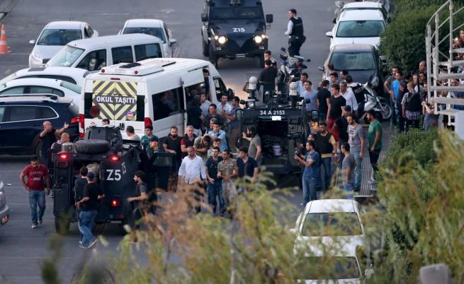 Българи са блокирани в Турция, 80 км колона към Истанбул