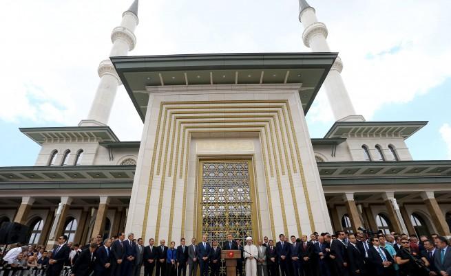 """""""Радостна вест"""", Ердоган с нов дворец за края на Византия"""