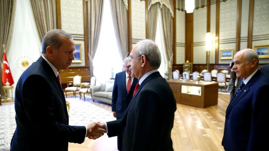 """""""Историческа среща"""" на Ердоган в Анкара"""