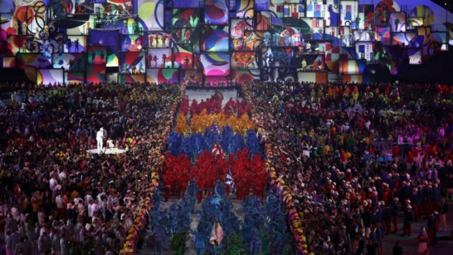 С фойерверки и пищни танци откриха Игрите в Рио