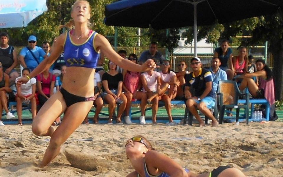 Николова и Николова ще представят България на Европейско в плажния волейбол