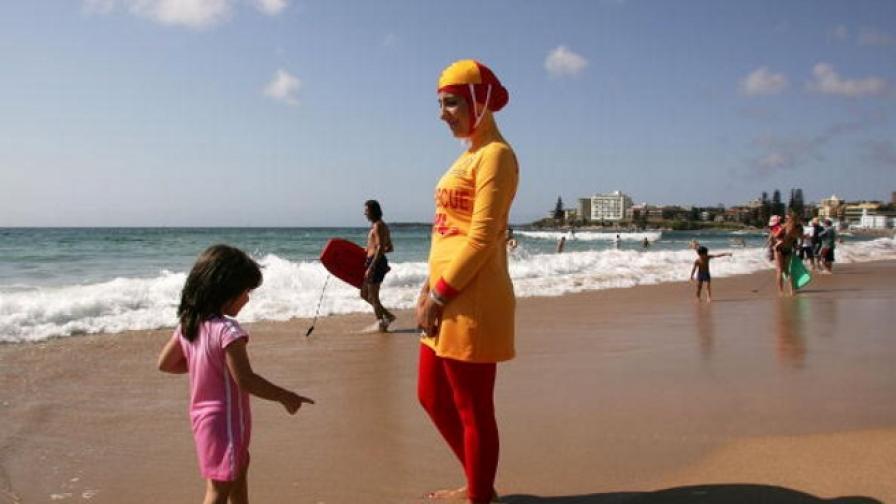 На плажа в Кан забраниха носенето на буркини